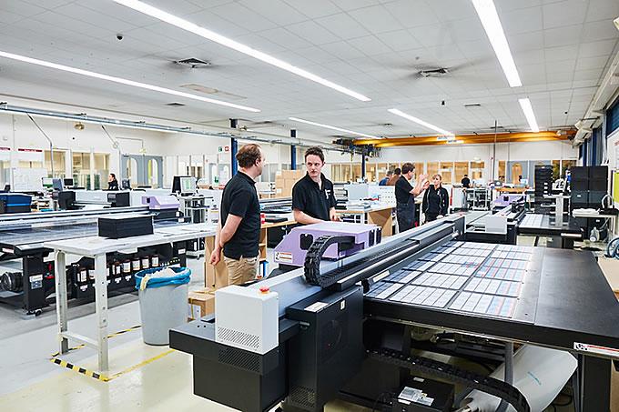 Nuestras impresoras a todo color imprimen en estándar Pantone