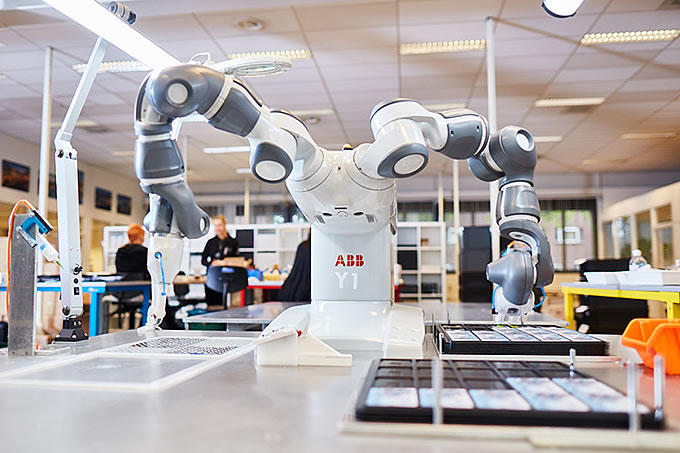 En Deonet producción, las máquinas y las personas trabajan juntas